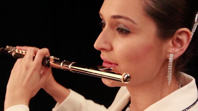 Andrea Amat with her Muramatsu 9k flute