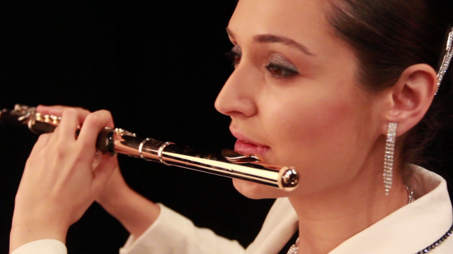 Andrea con su flauta Muramatsu 9k.